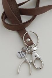 Keycord met zilverkleurige bedel wishbone
