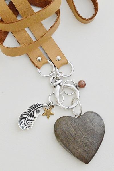 Ketting plat leer 'camel' met houten hart