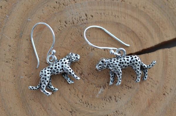 Oorbellen Zilver 925 met hanger luipaard