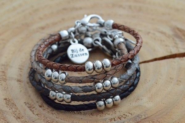 Armband braided leer met zilverkleurige kralen