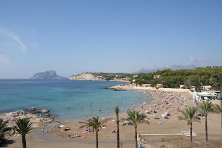 strand van L'Ampolla in Moraira