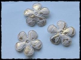 Satijnen bloemetjes, goud met wit kant - 4 stuks - 35mm.