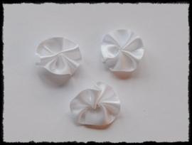 Satijnen rozetjes, wit - 4 stuks - 20mm.