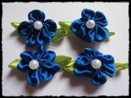Satijn bloemetjes met parel, kobalt - 4 stuks - 32mm.