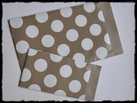 Papieren zakjes, taupe polkadot - 7x13 cm. - 5 suks
