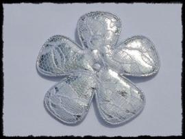 Satijnen bloem, zilver met wit kant - 65mm