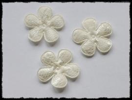 Satijnen bloemetjes met kant, creme / ivoor - 4 stuks - 35mm.