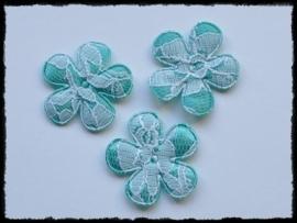 Satijnen bloemetjes met kant, turquoise - 4 stuks - 3,5 cm.