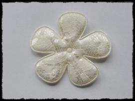 Satijnen bloem, creme met kant - 2 stuks - 65mm