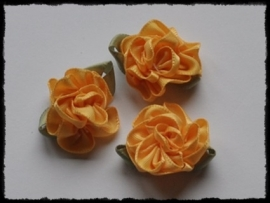 Satijnen bloem met gekruld blad, geel - 3 stuks - 3 cm.