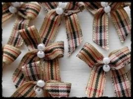 Strikjes á la Burberry met parels - 4 stuks - 3 cm.