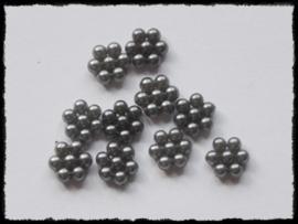 Parelbloemetjes grijs - 10 stuks - 1 cm.