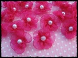 Kleine organza bloemetjes met pareltje, fuchsia - 4 stuks - 18mm.