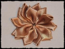 Satijnlint rozet, goudbruin - 5 cm.