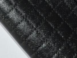 Lapje leer doorgestikt, zwart - 20 x 22 cm.