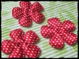 Satijnen bloemetjes, rood polkadot - 4 stuks - 47mm.