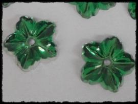 Flatback bloemetjes met gaatje, groen - 10 stuks - 13mm.