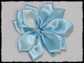 Satijnlint rozet, lichtblauw - 5 cm.
