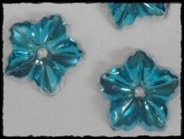 Flatback bloemetjes met gaatje, aqua - 10 stuks - 13mm.