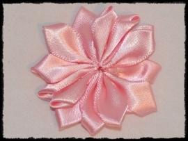 Satijnlint rozet, roze - 5 cm.