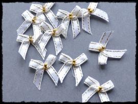 Wit strikje met goud randje en kraaltjes - 4 stuks - 3 cm.