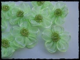 Organza bloemetje appeltjesgroen - 3 stuks - 3 cm.