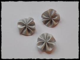 Satijnen rozetjes, grijs - 4 stuks - 20mm.