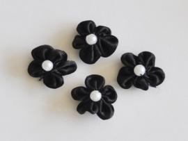 Satijnen bloemetje met pareltje, zwart - 4 stuks - 2.5 cm.