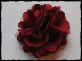 XL-bloem satijn met tule, bordeaux - 5 cm.