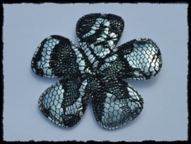 Satijnen bloem, zilver met zwart kant - 65mm