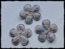 Satijnen bloemetjes, grijs met lichtroze kant - 4 stuks - 35mm
