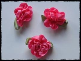 Satijnen bloem met gekruld blad, fuchsia - 3 stuks - 3 cm.