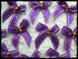 Strikjes, paars met gouden randje en kraaltjes - 4 stuks - 3 cm.