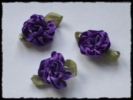 Satijnen bloem met gekruld blad, paars - 3 stuks - 3 cm.