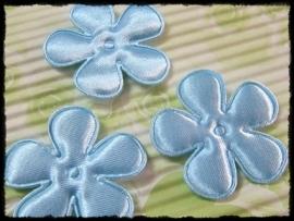 Satijnen bloemetjes, lichtblauw - 4 stuks - 3.5 cm.