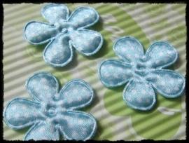 Satijnen bloemetje, lichtblauw polkadot - 4 stuks - 3,5 cm.