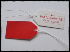 Kartonnen label `made with love`, rood  - 7x4 cm.