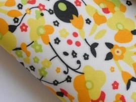 Lapje leer gebloemd, geel - 20 x 22 cm.