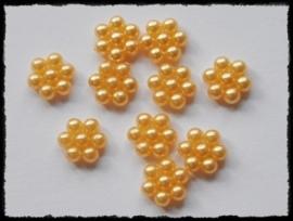 Parelbloemetjes geel - 10 stuks - 1 cm.