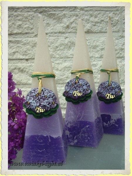 Kaars met viooltjes Pyramide