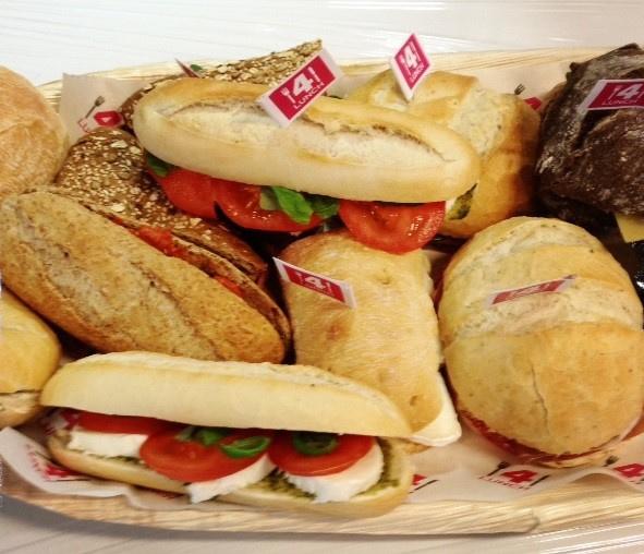 Mix schaal, wraps (in 2e) en 7 verschillende type broodjes met luxe en basic beleg