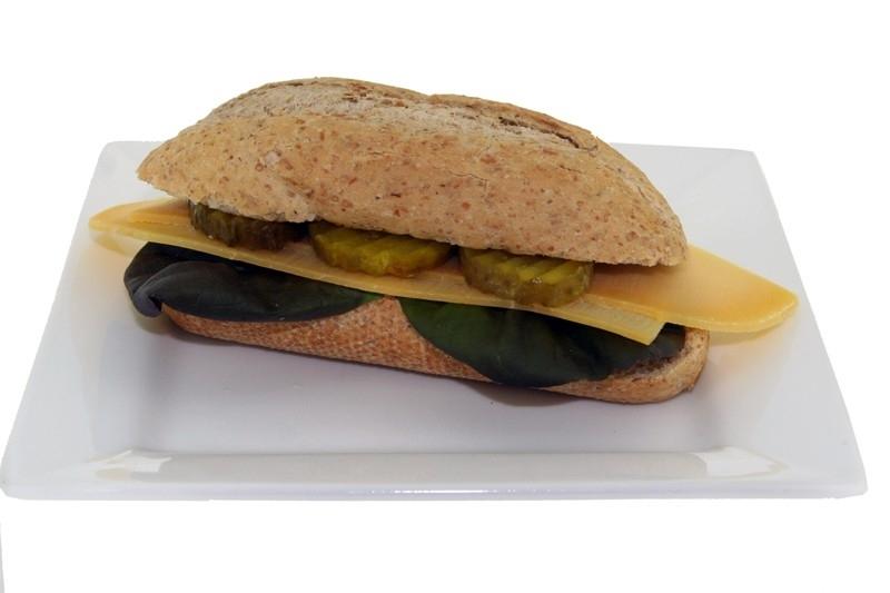 Oude kaas met mosterd & augurk