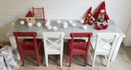 Scandinavische stoeltjes in vintage / brocante look