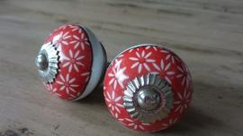 Ronde porseleinen meubelknop met rode bloemetjes print