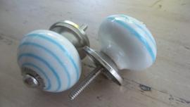 Ronde porseleinen meubelknop wit met aqua spiraal