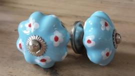 Lichtblauwe porseleinen meubelknop bloemknop met bloemetjes