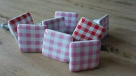 Vierkante porseleinen meubelknoppen rood wit geruit