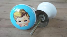 Lichtblauw porseleinen knopje met jongenshoofdje