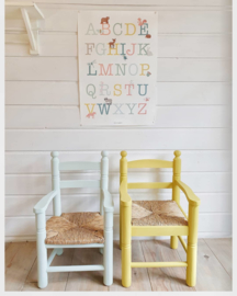 Kinderstoeltje met armleuning en biezen zitting