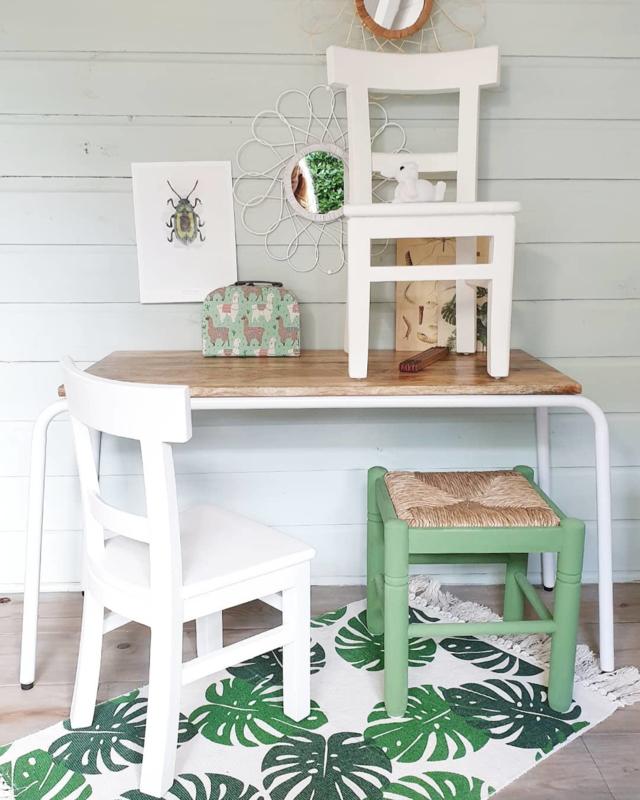 Hip houten kinderstoeltje schoolstoeltje blank teak of gelakt in leuke kleurtjes